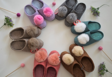 100% Sheep Wool Felt Slippers for Ladies and Children